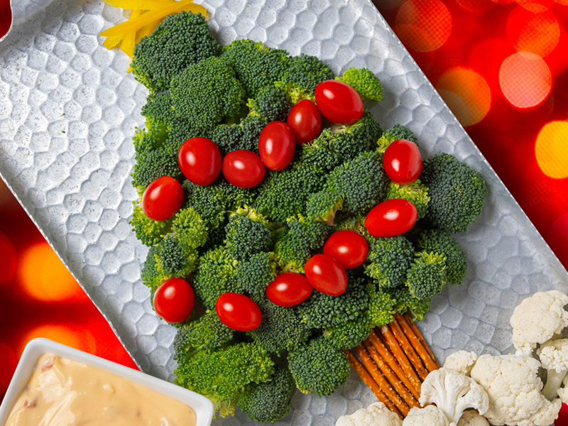 Christmas Tree Veggie Tray | Christmas Snacks | ¡Yo Quiero!™️ Brands